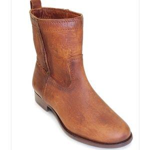 FRYE / Cara Short Boot